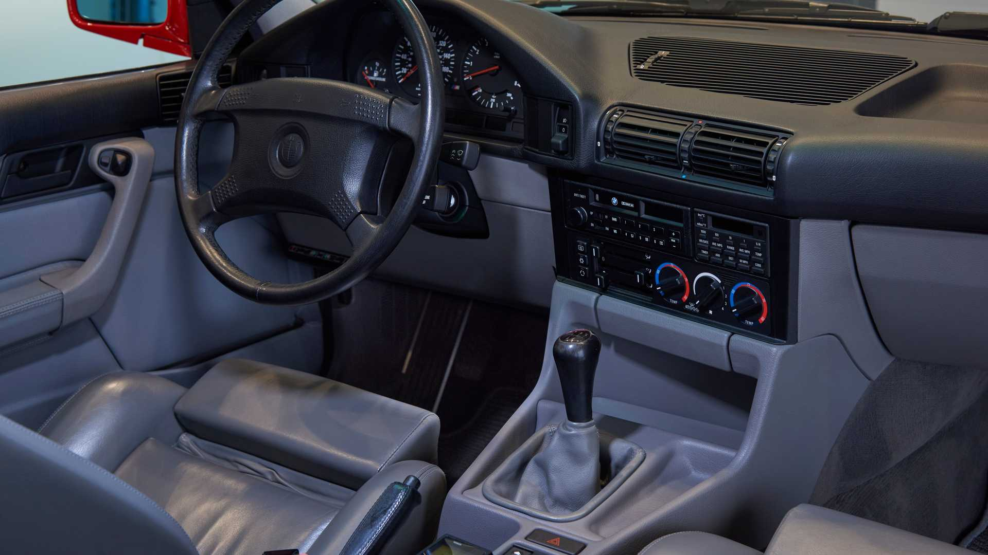 is there car that are manual and autmatic